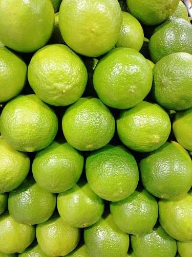 food pile of limes citrus fruit