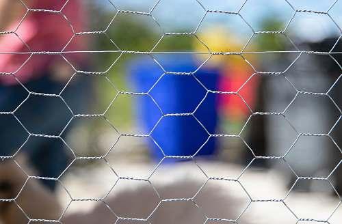 honeycomb selective focus photography of grey link enriqueortega