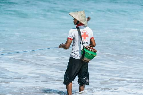 people man pulling a rope on water hat